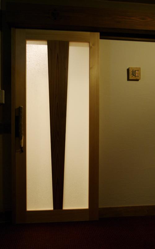 開運厠 トイレ 入口 扇子のデザイン