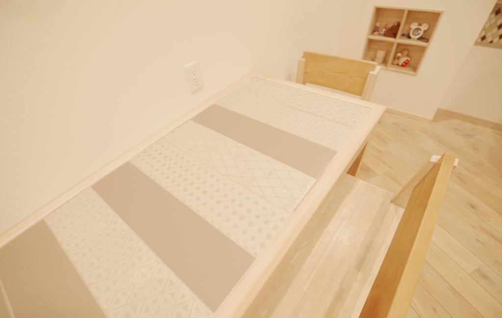 タイルの天板 テーブル
