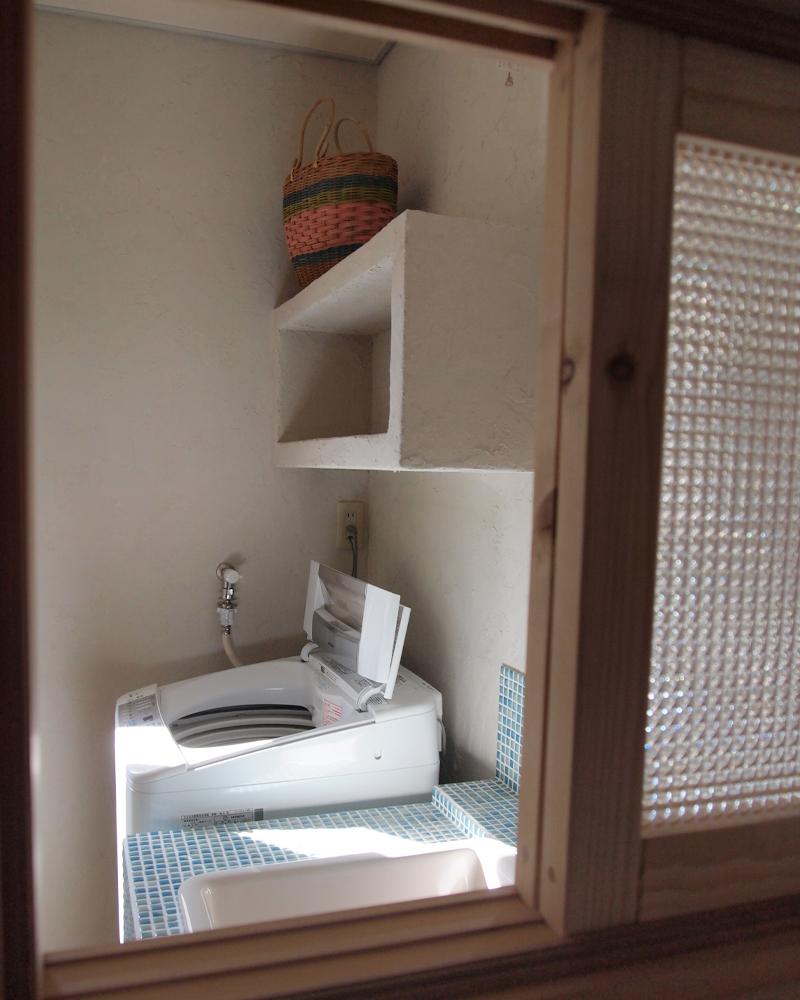 木製の小窓